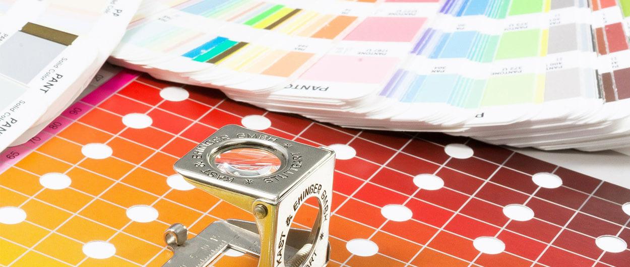 WKS-Gruppe-Druckholding-Header-Digitaldruck-Qualität-Pantone Fächer-Fadenzähler