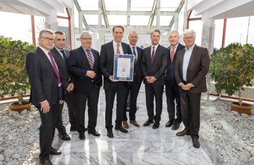 """WKS Gruppe – Urkundenübergabe """"Blauer Engel"""" durch Staatssekretär Gunther Adler"""